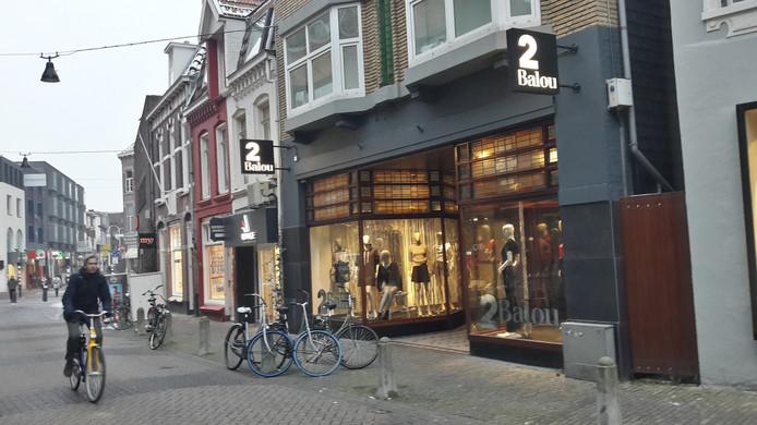 Het pand Kleine Berg 9 en 9a in Eindhoven: een voorbeeld van een mooi pand dat onvoldoende beschermd is. De Henri van Abbestichting wil duidelijkere regels en meer handhavingscapaciteit om ongewenste verloedering tegen te gaan.