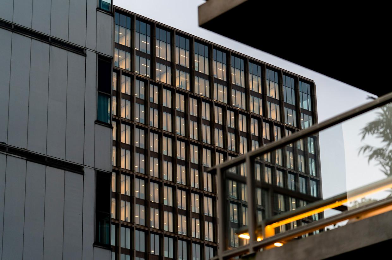 Het pand van het Europees Geneesmiddelenbureau (EMA) in Amsterdam. Beeld Freek van den Bergh / de Volkskrant