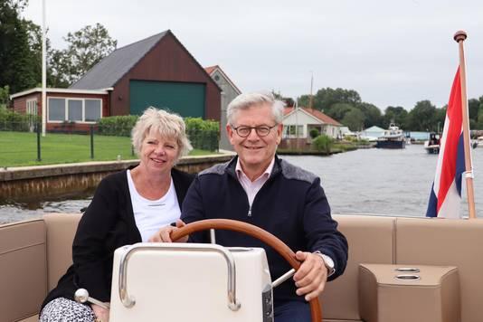 Burgemeester Charlie Aptroot op de boot afgelopen zomer