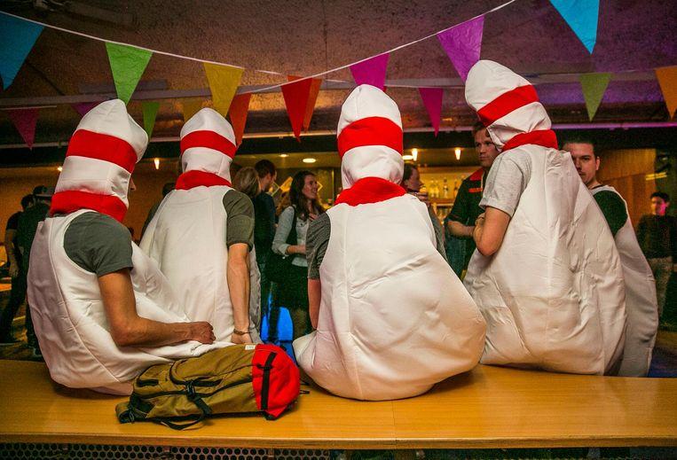 Nederland , Amsterdam , Scheldeplein.25032017.25 maart 2017. Disco Bowlen bij KNIJN -weekendbeeld                                                                                         Foto and copyright Amaury Miller Beeld Amaury Miller