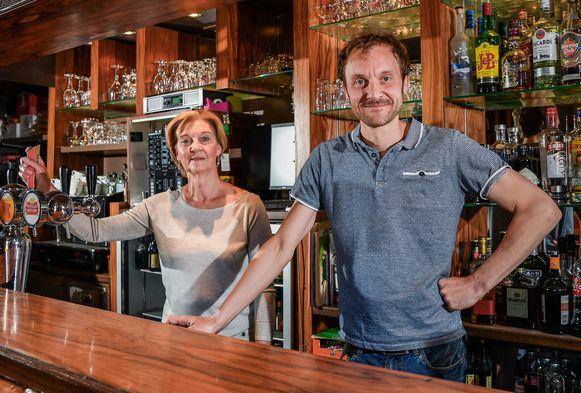 Jan Depeuter en zijn moeder Vera Martens van café Bistroke in Sint-Truiden.