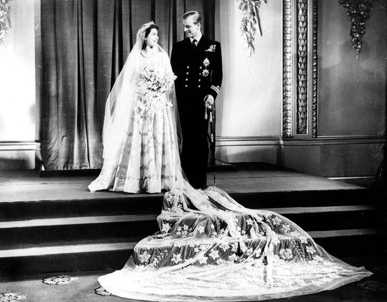 Elizabeth en Philip op hun bruiloft.  Beeld Brunopress