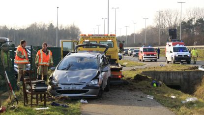 Twee gewonden bij spectaculaire crash op Reinakkerweg