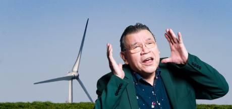 Tien enorme windmolens bij natuurgebied Avelingen en Gorinchem-Oost. Waar is Don Quichot?