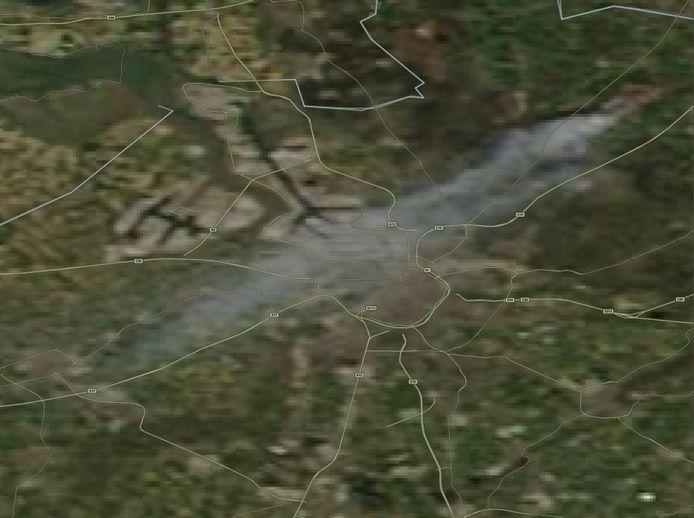 Op satellietbeelden van NASA is te zien hoe de rookpluim tot Sint-Niklaas reikt.
