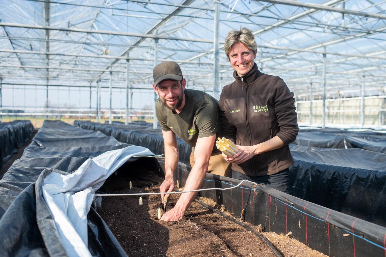 Bert en Charlotte nemen de Lierse asperges over.