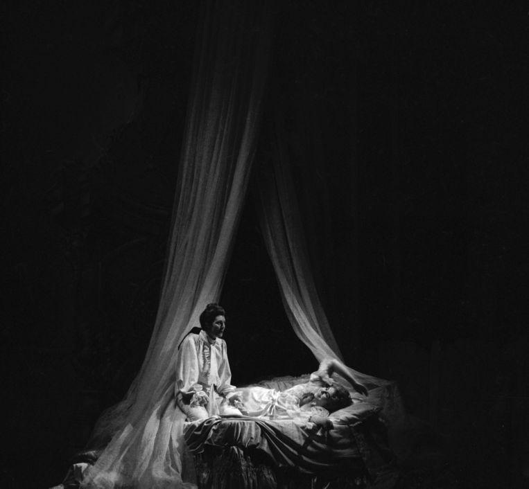 Yvonne Minton and Christa Ludwig in Der Rosenkavalier of Richard Strauss. Opera de Paris, januari 1976.  Beeld Getty