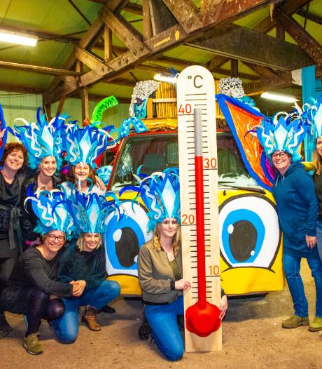 Reeuwijkse vrouwen rijden voor het eerst mee in  carnavalsoptocht na 10 jaar wagens versieren