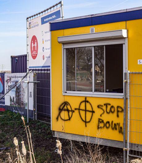 Opnieuw bekladdingen in Bunschoten, nu op bouwplaats