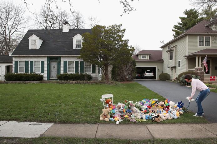 Knuffels voor het huis waar het gezin woonde.