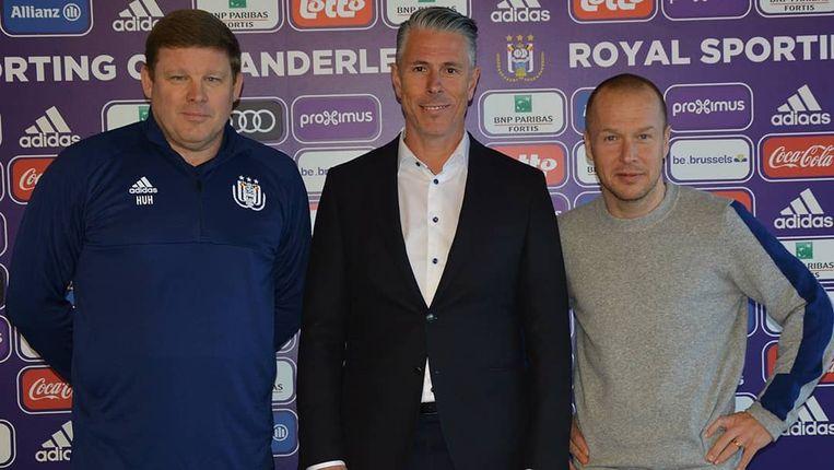 Michael Verschueren (midden) tussen Hein Vanhaezebrouck en Pär Zetterberg.