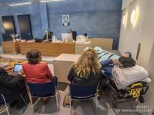 Doodzieke Almeloër (58) per ambulance naar Rechtbank om te vechten voor volledige afkeuring