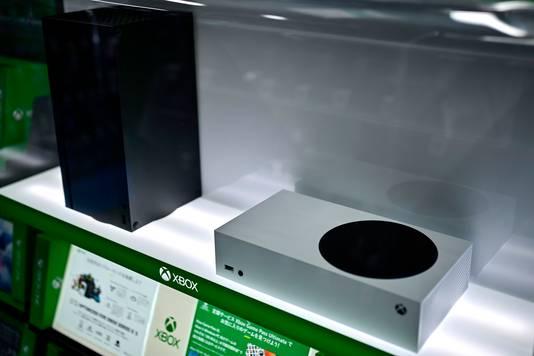 Les Xbox Series X (à gauche) et S (à droite)
