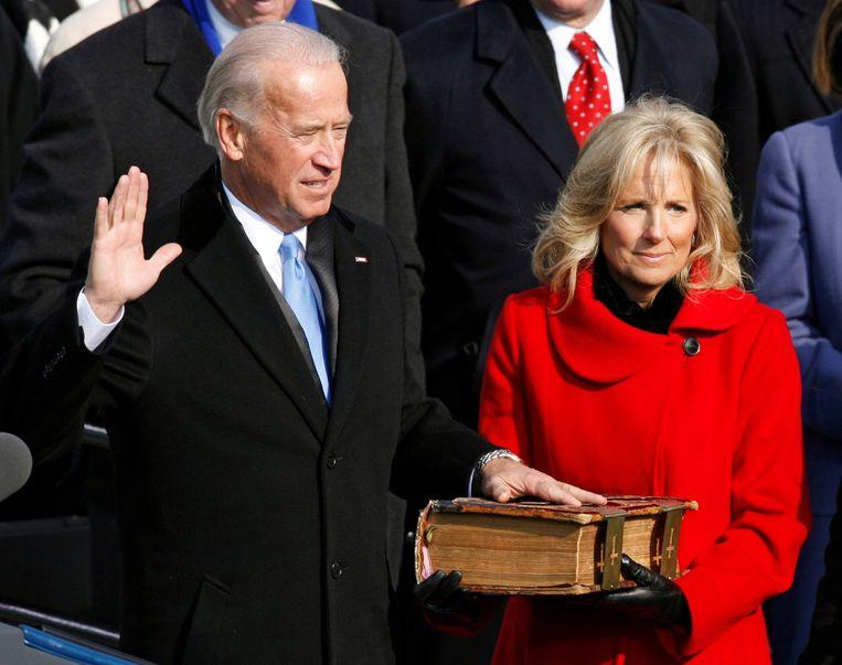 Jill Biden, hier naast haar man tijdens de inauguratie van Barack Obama als president en haar man als vice-president in 2009.  Beeld REUTERS