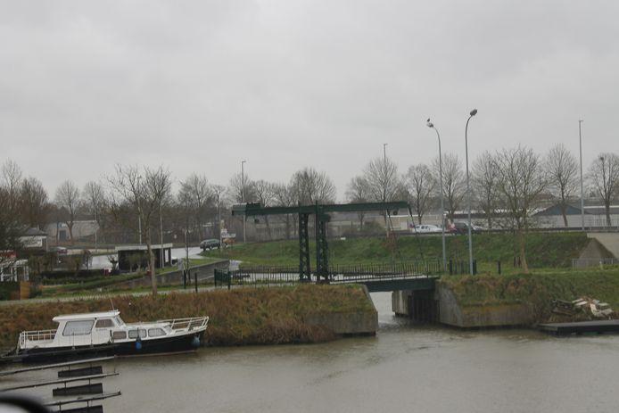 De twee nachtvissers kregen klappen in de buurt van de Sasbrug in Kachtem.