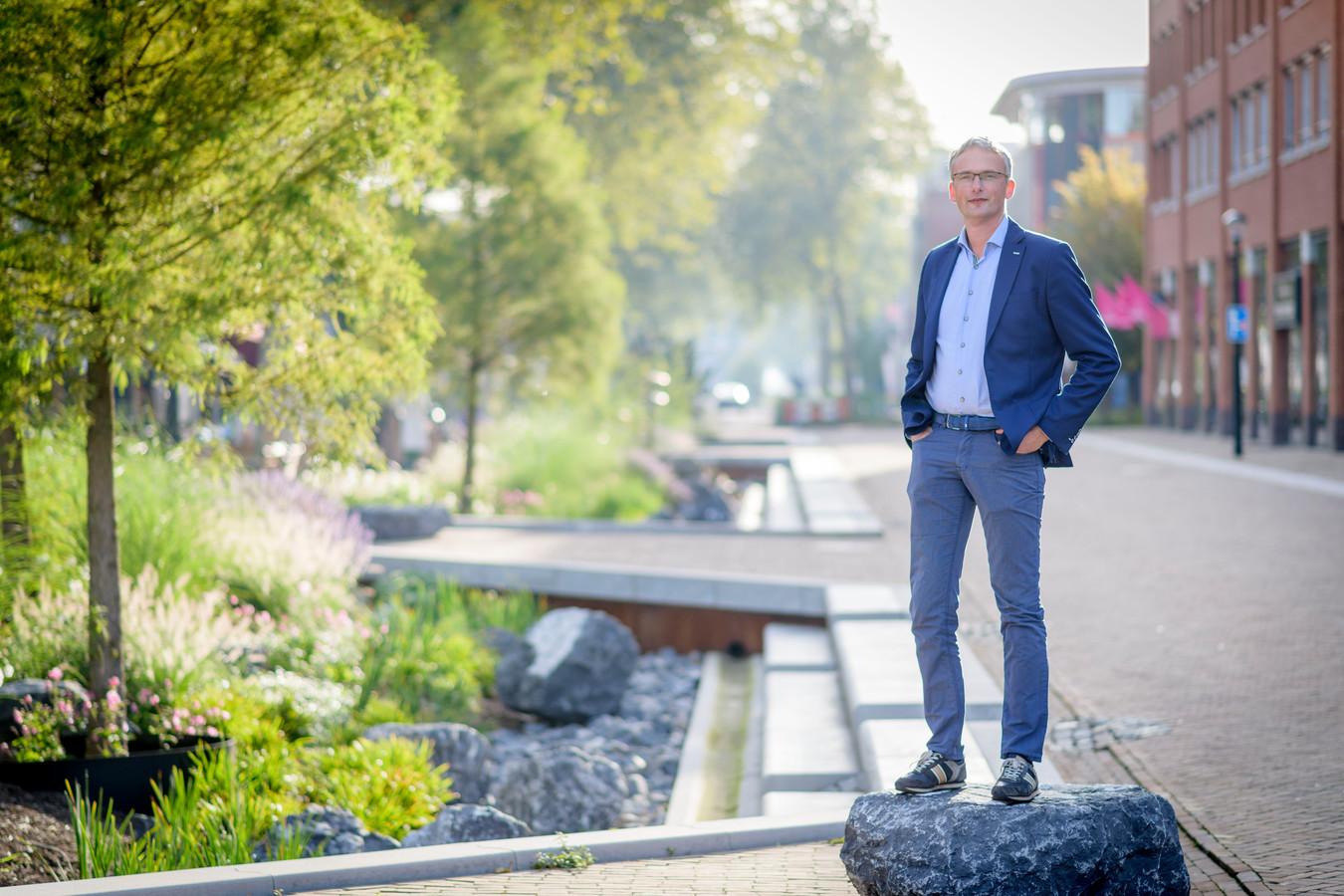 Wim Voogt van OKRA Landschapsarchitecten mag van zichzelf best een beetje trots zijn op het resultaat van zijn ontwerp voor de Grotestraat dat een prijs heeft gewonnen.