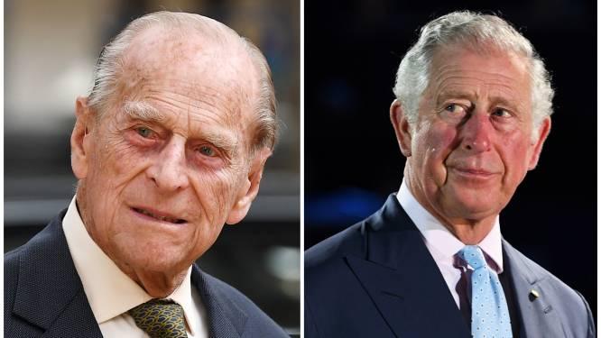 Prins Charles stuurt nostalgische foto met papa naar fans als dank voor rouwbetuigingen