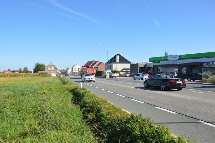 De Brakelsesteenweg (N8) in Ninove.