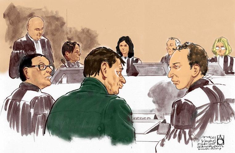 Rechtbanktekening vanuit de speciaal beveiligde rechtbank waar het proces tegen Willem Holleeder plaatsvindt.