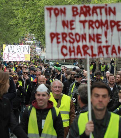 """Quelque 23.600 gilets jaunes en France, Paris """"capitale de l'émeute"""" le 1er mai?"""