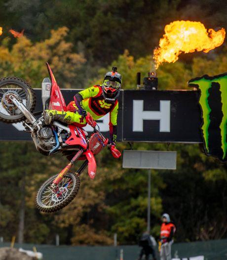 Gajser komt pas los in WK motorcross na drama Herlings