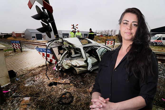 Petra Bos (inzetje). Op de achtergrond haar auto na de treinbotsing in Harlingen twee maanden geleden.