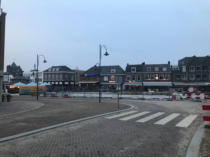 Zicht op de Markt vanaf de Aa-brug. Het trottoir aan de linkerzijde is flink verbreed.