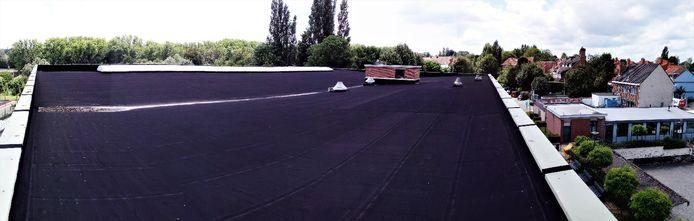 Op het dak van de sporthal van Sint-Stevens-Woluwe worden zonnepanelen geplaatst.