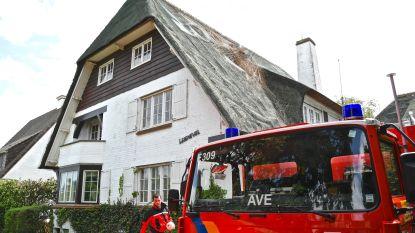 Windhoos doet strooien dak loskomen en blaast gat in dak