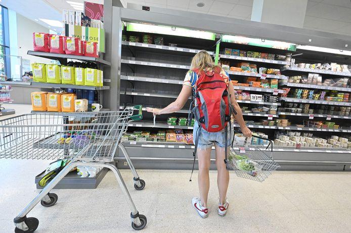 Halflege rekken in een supermarkt in Londen.