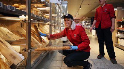 Qmusic-dj Heidi Van Tielen aan de slag in bakkerij Delhaize