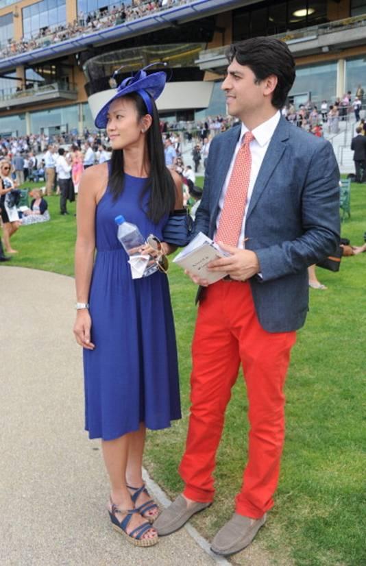 Steeds meer jongeren dragen ook de rode broek.