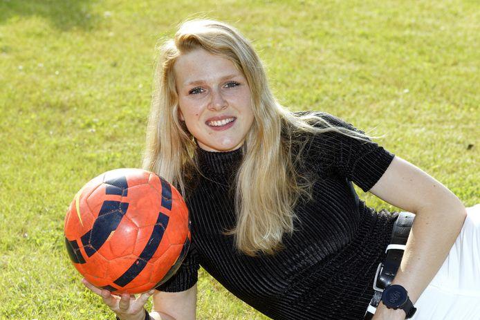 Voetbalster Merel Bormans uit Esch