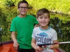 Zwerfafval-opruimers Tijs (9) en Jesse (6) uit Borculo horen bij de tien kanshebbers voor Nationale Kinderprijs