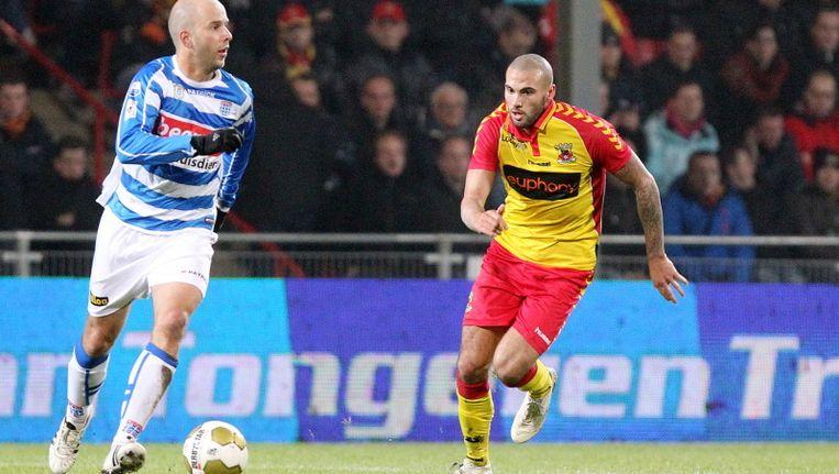 Arne Slot van Zwolle (l) in duel met Suk. Beeld PROSHOTS