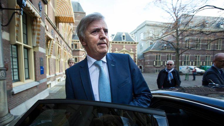 Loek Hermans verlaat de Eerste Kamer net nadat hij zijn vertrek uit de Eerste Kamer aangekondigd heeft in 2015. Beeld anp