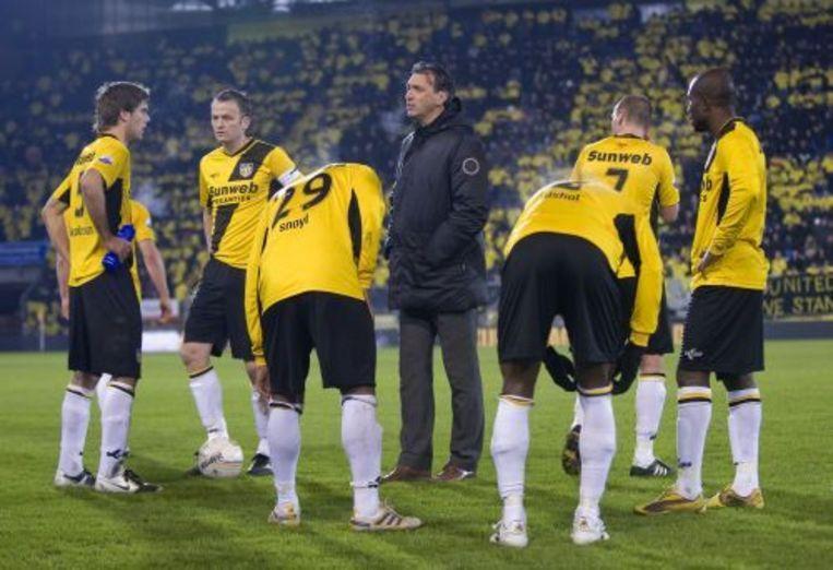 Trainer Robert Maaskant met spelers van NAC. ANP Beeld