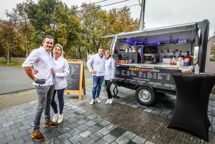 Tijdens de sluiting opende Jean-Philippe Furnémont (vooraan) nog een Friet Truck Jims, samen met zijn vriendin en buren.