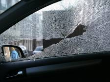 Drie jonge jongens slaan autoruiten kapot in Emmeloord