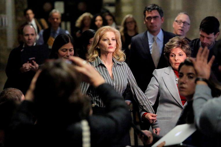 Summer Zervos verlaat de rechtszaal in Manhattan. Beeld REUTERS