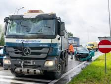 Meerdere gewonden bij ongeluk met vrachtwagen en auto's op afrit naar A59 bij Raamsdonksveer