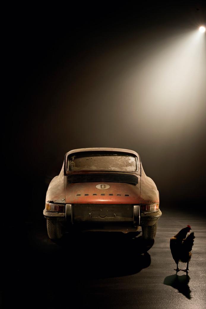 Porsche 901 met kip