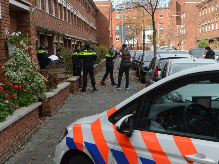 Twee mannen met bedekt gezicht overvallen woning en stelen kledingstukken