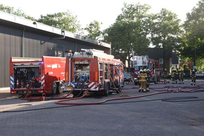 De brandweer rukt groots uit.