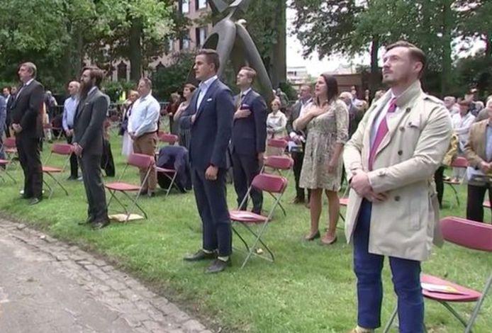 Aurélien Verhassel (uiterst rechts) stond op de Guldensporenviering vorig jaar op de eerste rij naast Dries Van Langenhove. Vlaams minister-president Jan Jambon is links op de foto te zien.