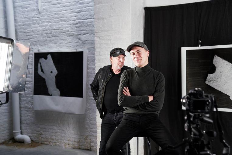 Simon Bultynck (l.) werkt voor kunstenaar Dirk Braeckman. Beeld Joris Casaer