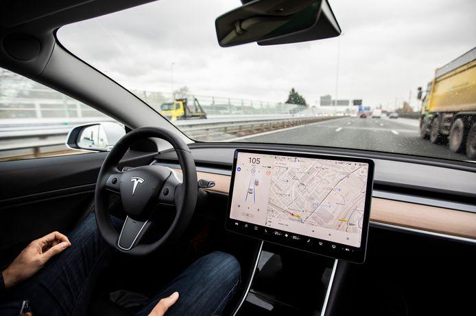 Auto's zitten tegenwoordig vol met zogenoemde rijhulpsystemen en alles bij elkaar maken ze er soms een bijna volledig zelfrijdende auto van