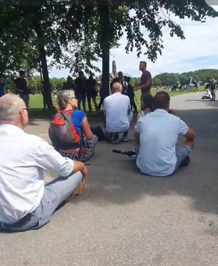 Gerda Hofste tijdens de sit-down actie.