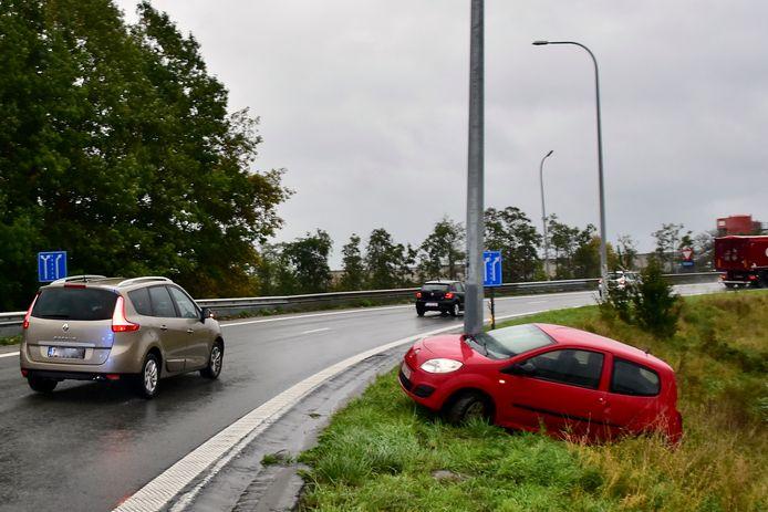 Een archiefbeeld van 1 oktober 2020, van een ongeval op de afrit van de E403 in Roeselare-Rumbeke.