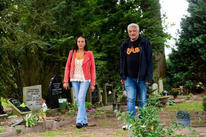 Jet Manuputty - van Lieshout en Roberto Wattimena hebben zich samen met de twee Molukse kerken GIM-Twello en NGPMB maart '53 en Stichting Lawa Mena hard gemaakt om de Molukse graven op de begraafplaats in Terwolde een beschermde status te geven.